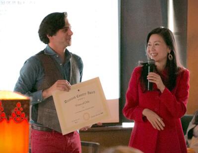 为获奖代表颁授证书-2